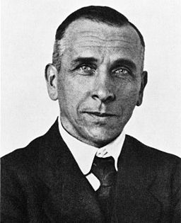 256px-Alfred_Wegener_ca.1924-30